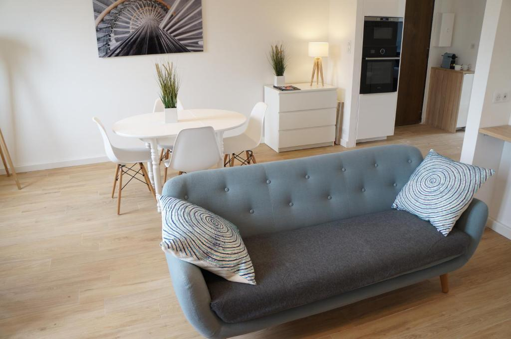 The lounge or bar area at Appartement Design Scandinave - Vue sur Mer