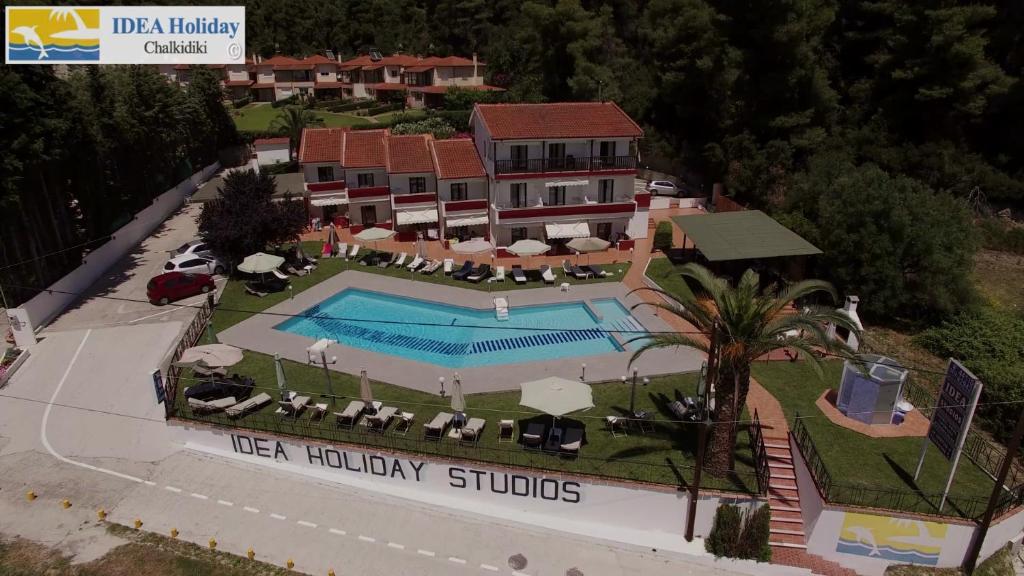 Θέα της πισίνας από το Hotel Idea ή από εκεί κοντά