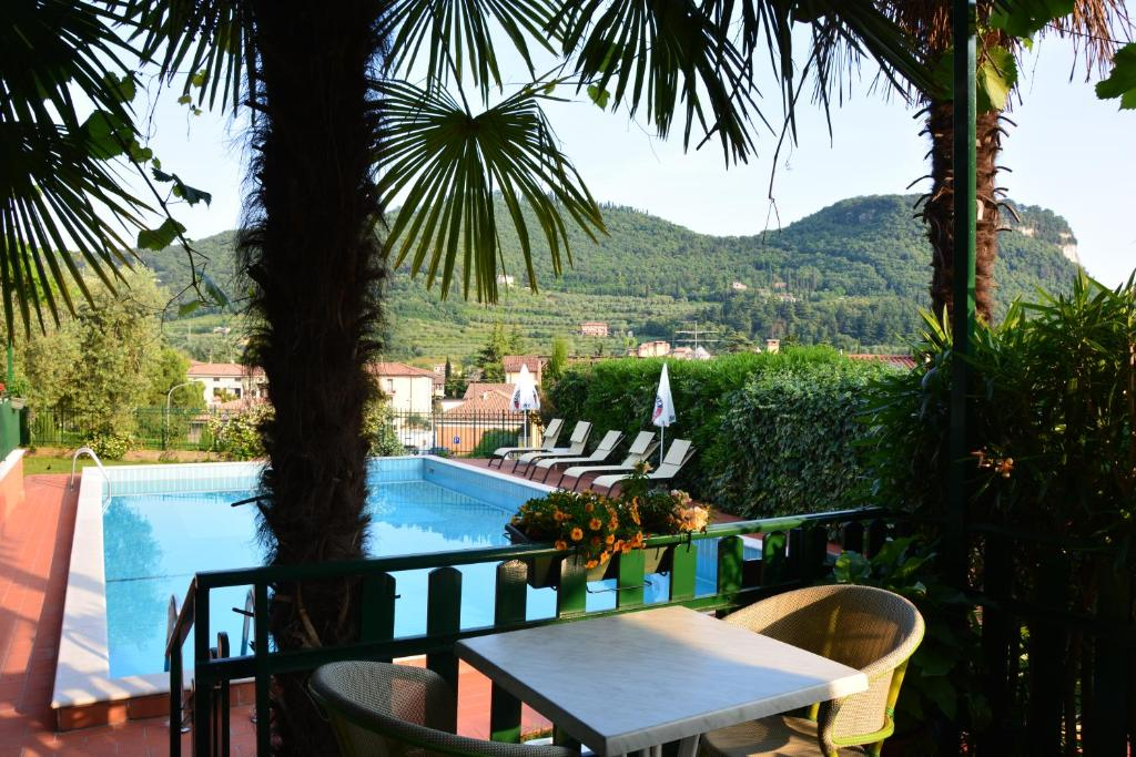 The swimming pool at or close to Hotel Giotto