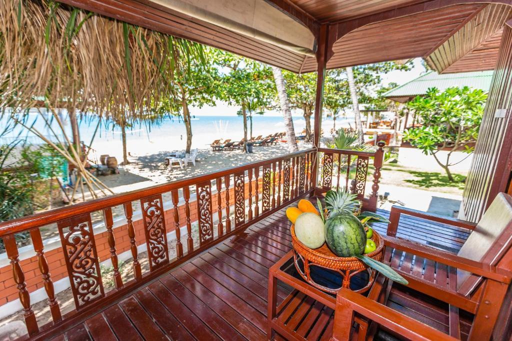 A balcony or terrace at Lamai Coconut Beach Resort