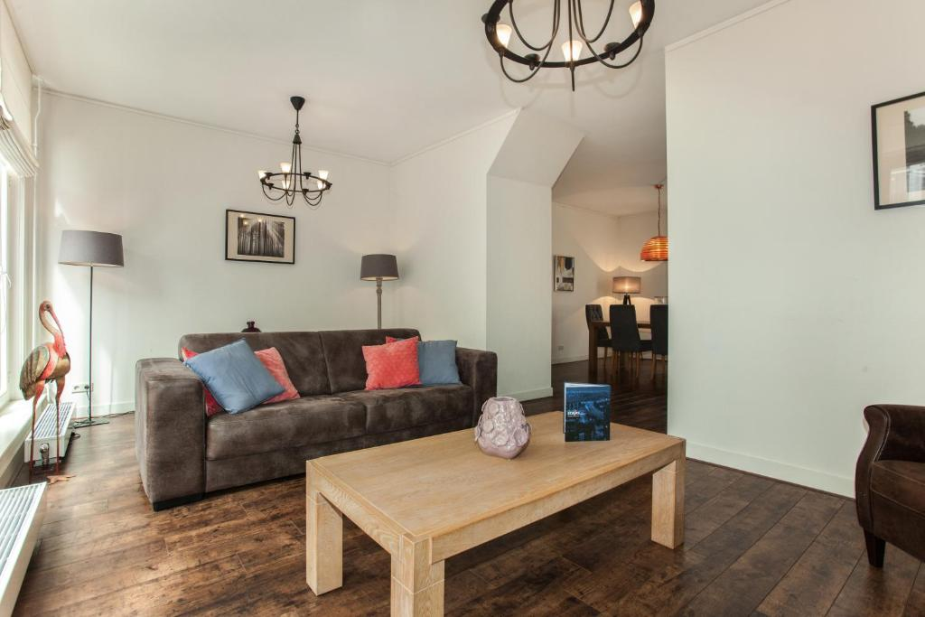 The lounge or bar area at Stayci Serviced Apartments Noordeinde