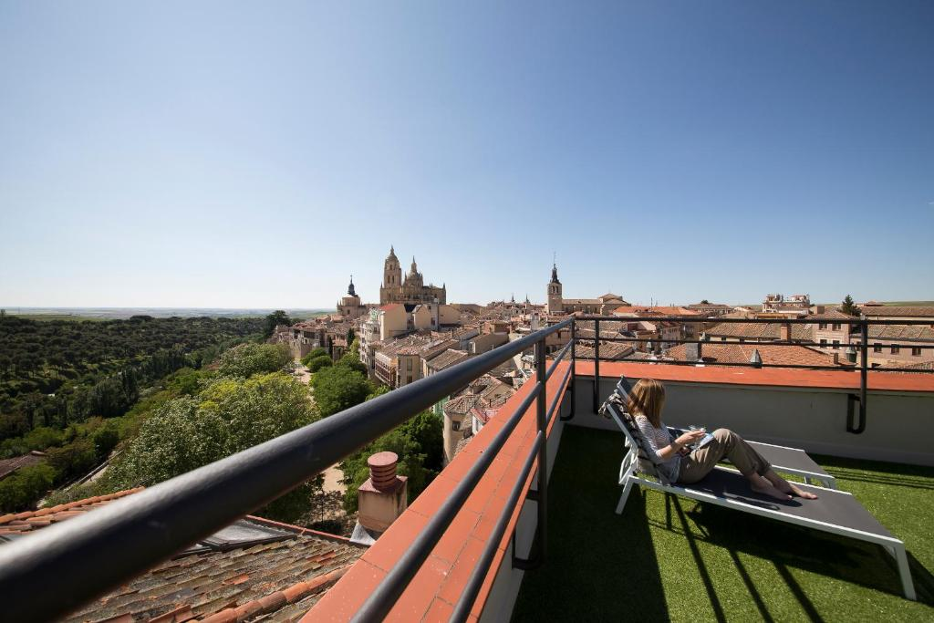 A balcony or terrace at Hotel Real Segovia