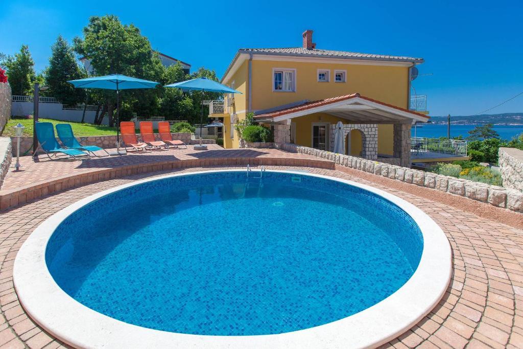 The swimming pool at or near Apartments Vila Rosa Mora