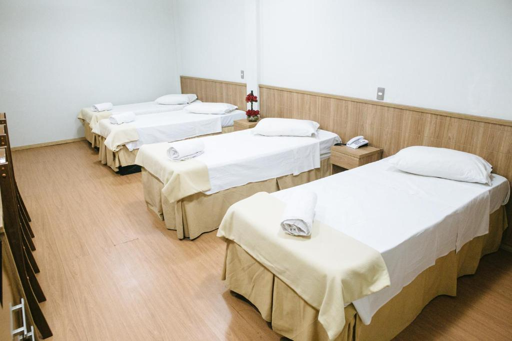 A bed or beds in a room at Gamboa Rio Hotel