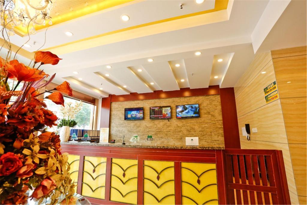 Лобби или стойка регистрации в GreenTree Inn GuangXi HePu HuanzhuSouthRd.Transit Center Express Hotel