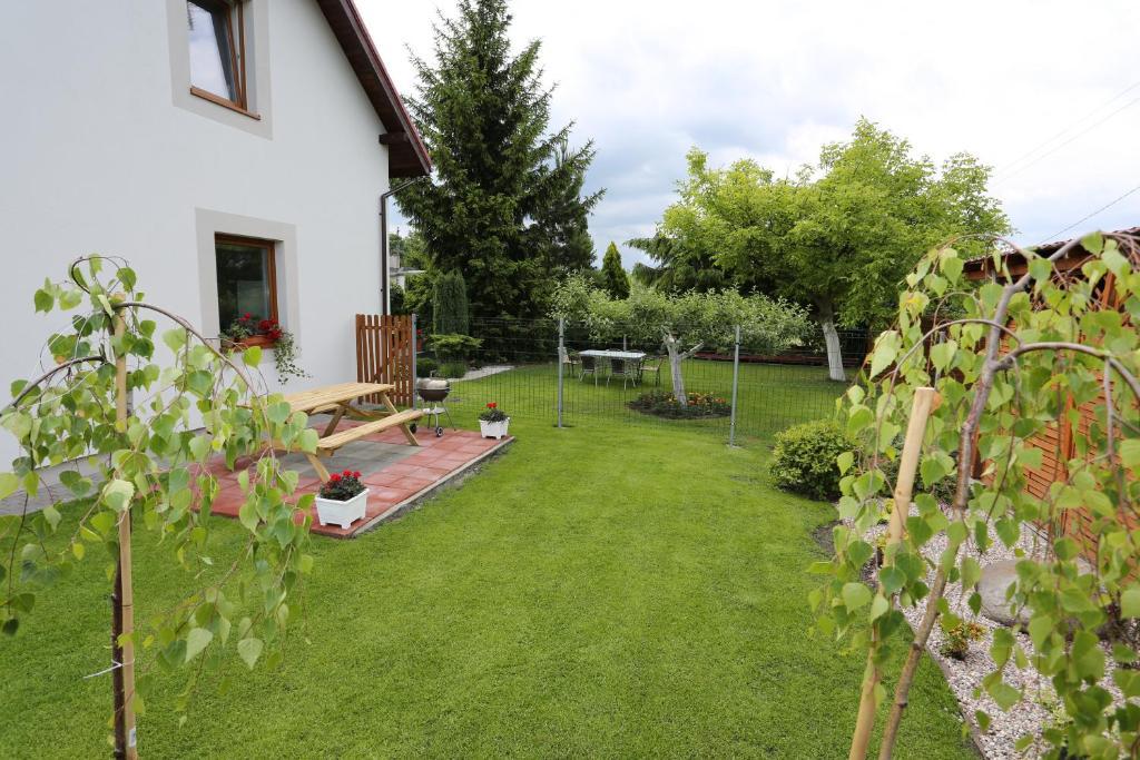 Ogród w obiekcie Hostel w ogrodzie