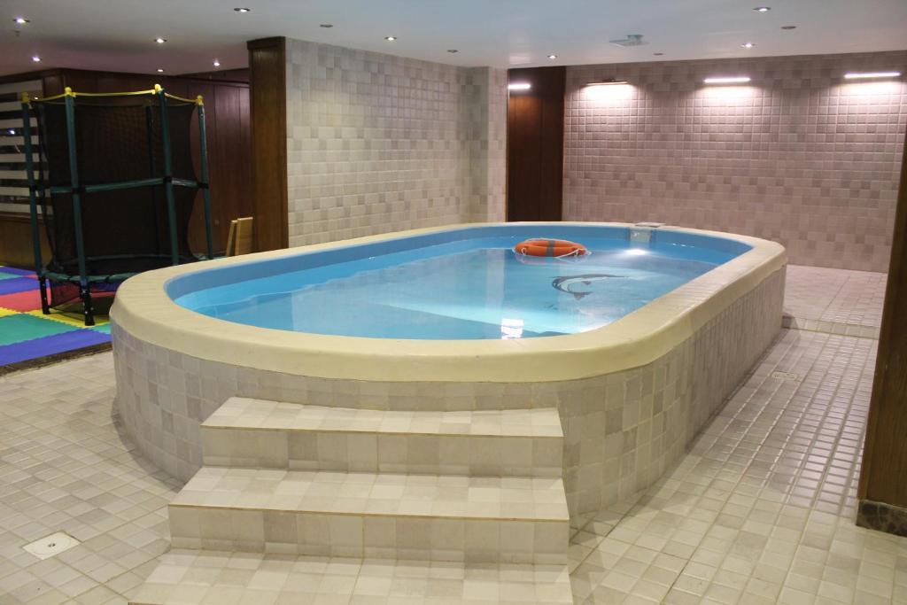 A piscina localizada em Nights Jeddah Hotel ou nos arredores