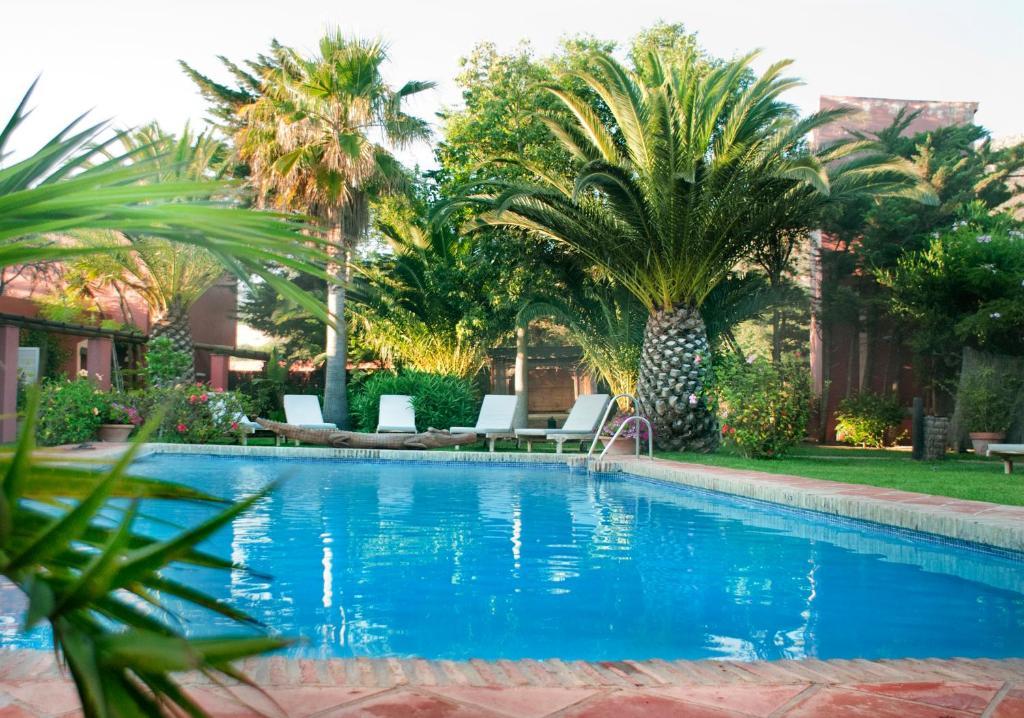 Der Swimmingpool an oder in der Nähe von 100% Fun