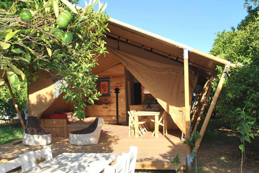 A porch or other outdoor area at Campo Portakal Eco Glamping