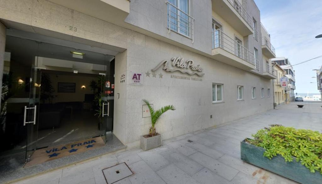 The facade or entrance of Apartamentos Turísticos Vila Praia