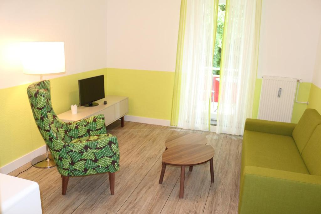 A seating area at Travel Apartments