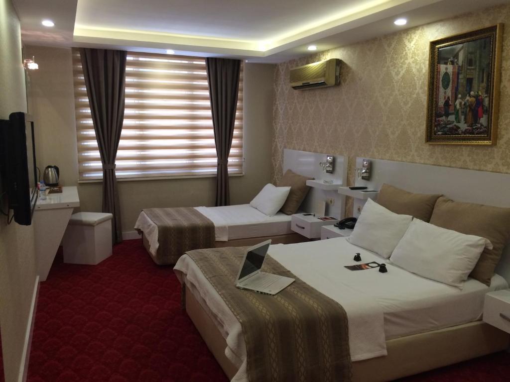 A room at Cavusoglu Oteli