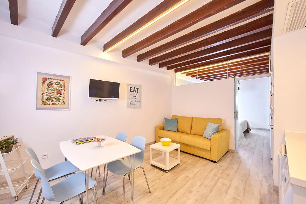 The lounge or bar area at Remolars3 Townhouse - Turismo de Interior