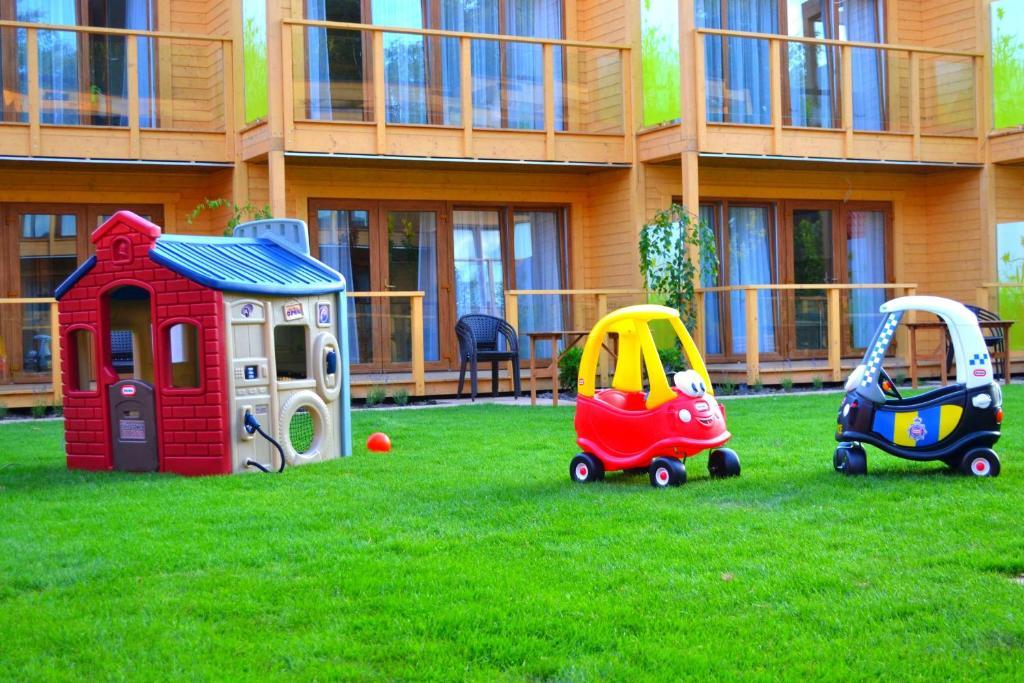 Ogród w obiekcie Domki Apartamentowe Bravo