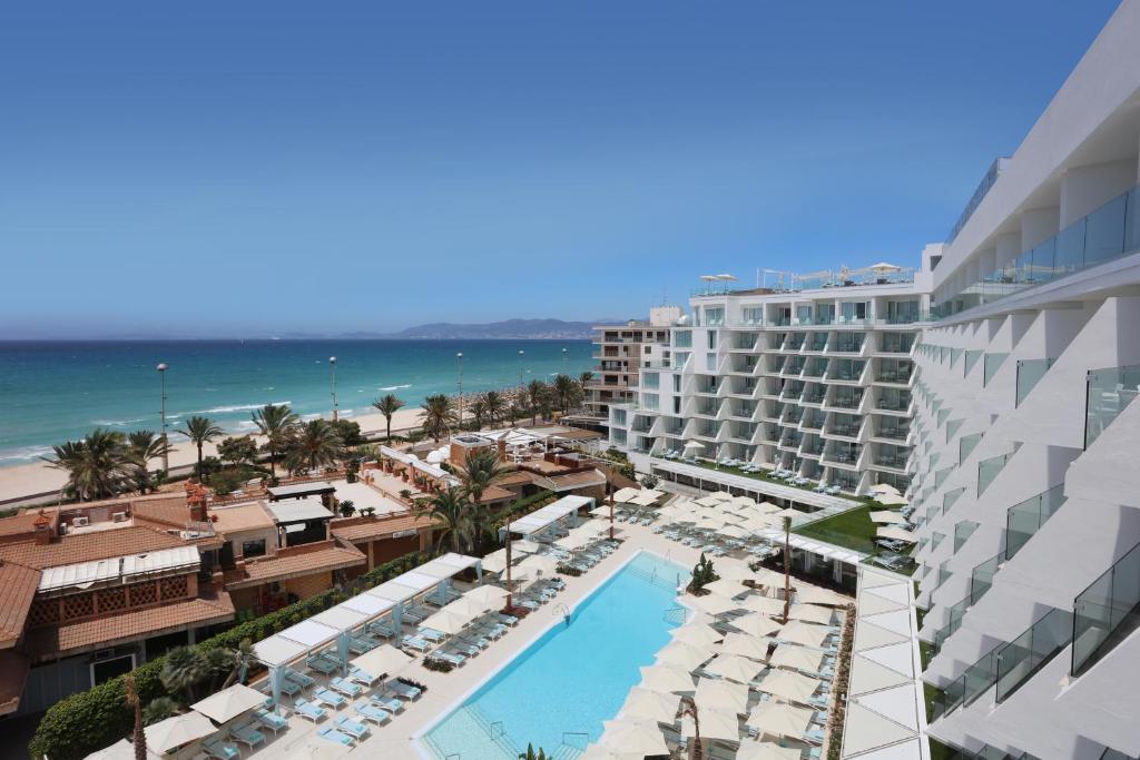 Vista sulla piscina di Iberostar Selection Playa de Palma o su una piscina nei dintorni