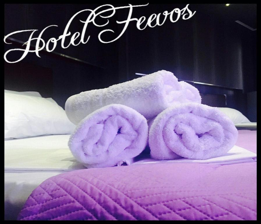 A bed or beds in a room at Feevos