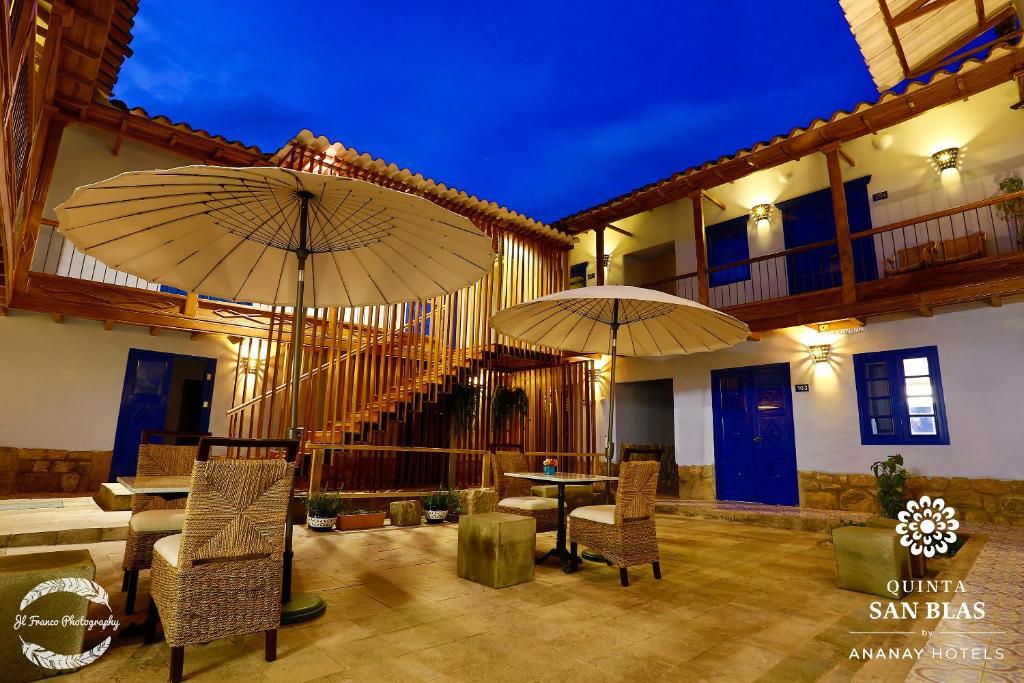 The lounge or bar area at Quinta San Blas by Ananay Hotels