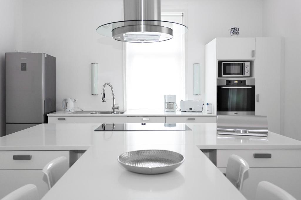 A kitchen or kitchenette at KernerApartement