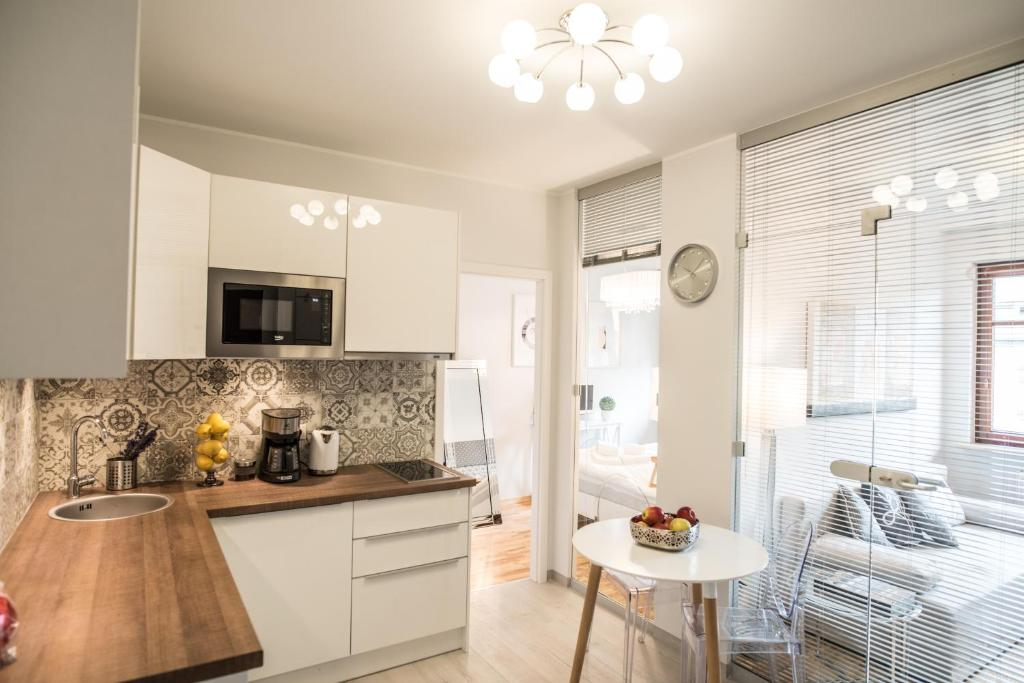 A kitchen or kitchenette at 3EM Apartment Sopot
