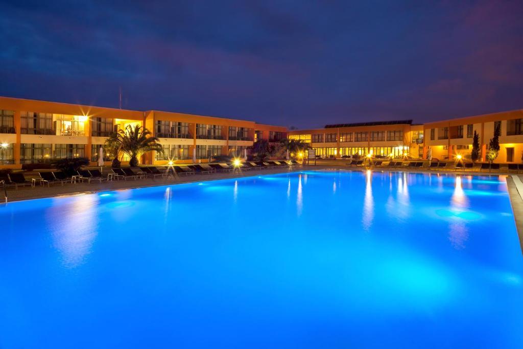 A piscina em ou perto de VILA PARK Nature & Business Hotel