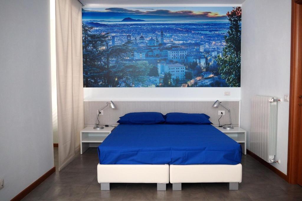 Letto o letti in una camera di BergamoHomeHolidays