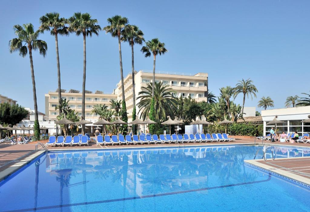 The swimming pool at or near Globales Pionero
