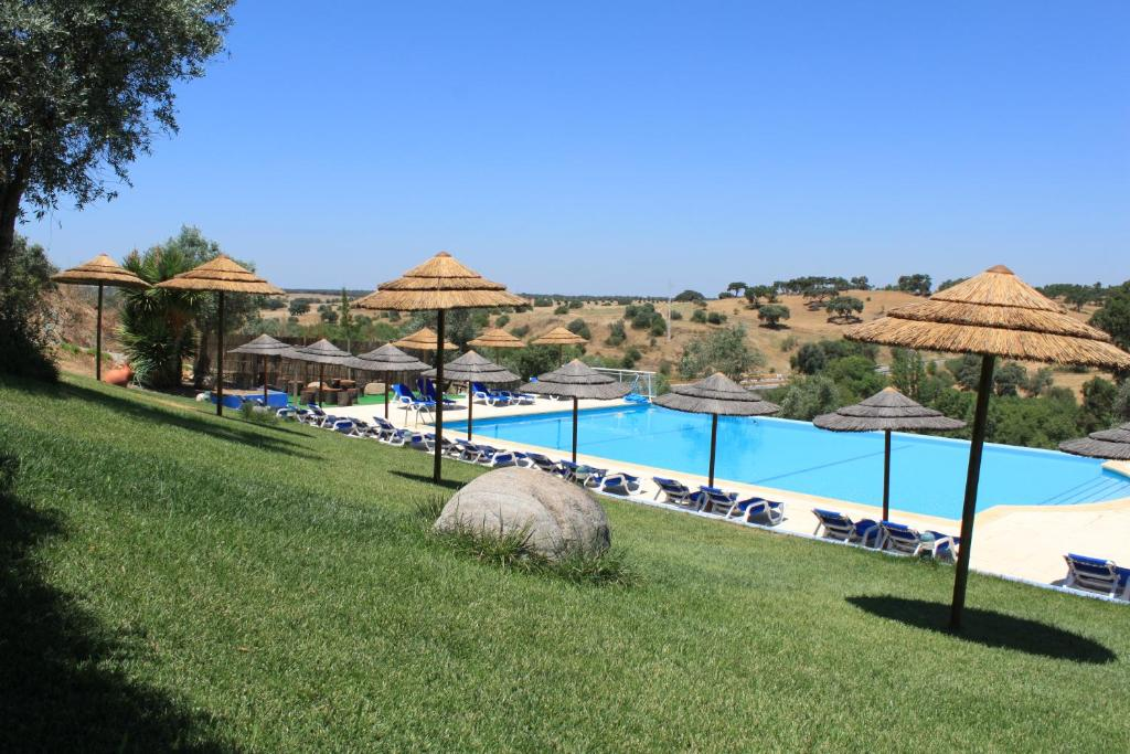 The swimming pool at or close to Hotel O Gato