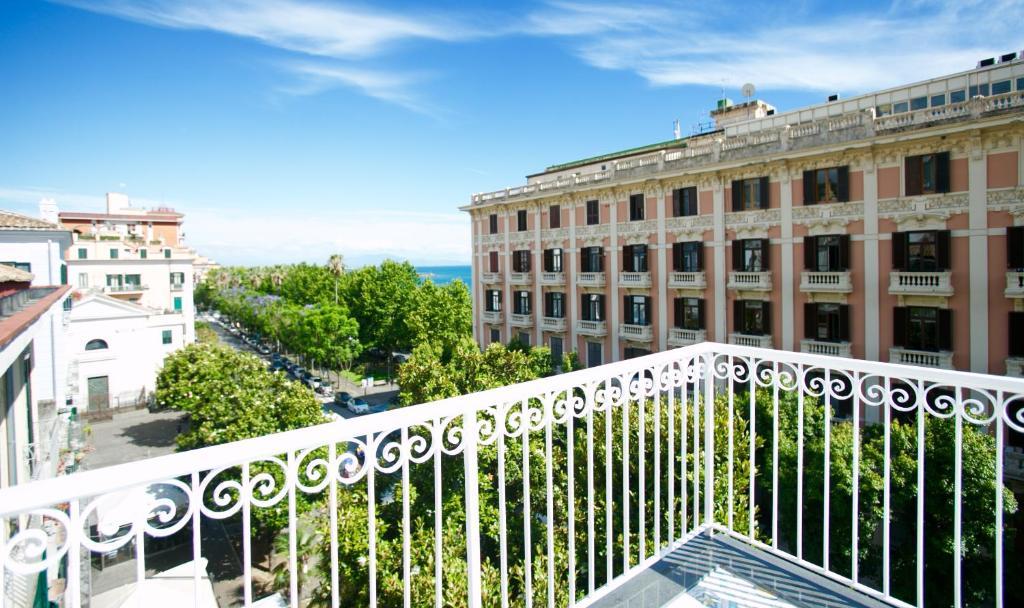 A balcony or terrace at B&B Divina Salerno