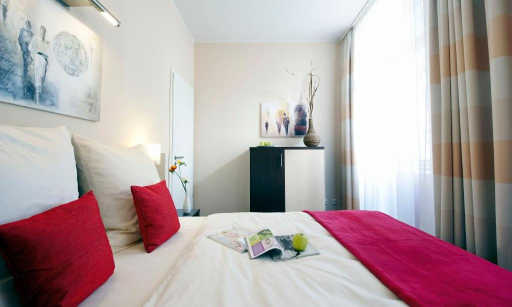 A bed or beds in a room at Apartmenthotel Quartier M
