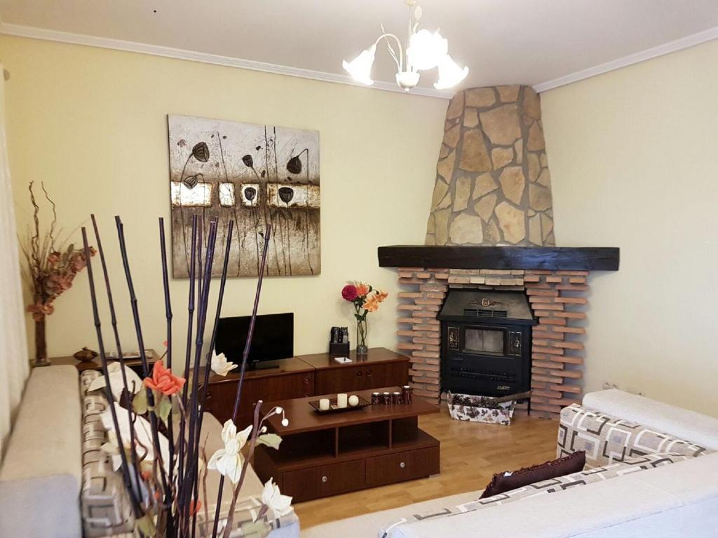 The lounge or bar area at Casa Rural Claudia