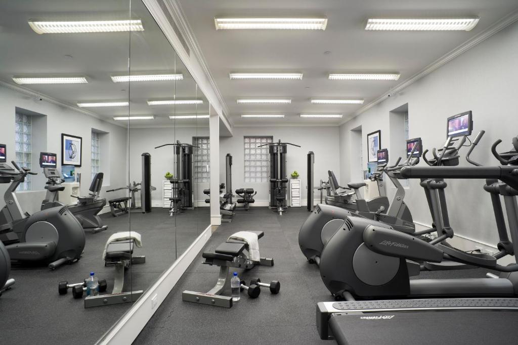 Gimnasio o instalaciones de fitness de Hotel Lucerne