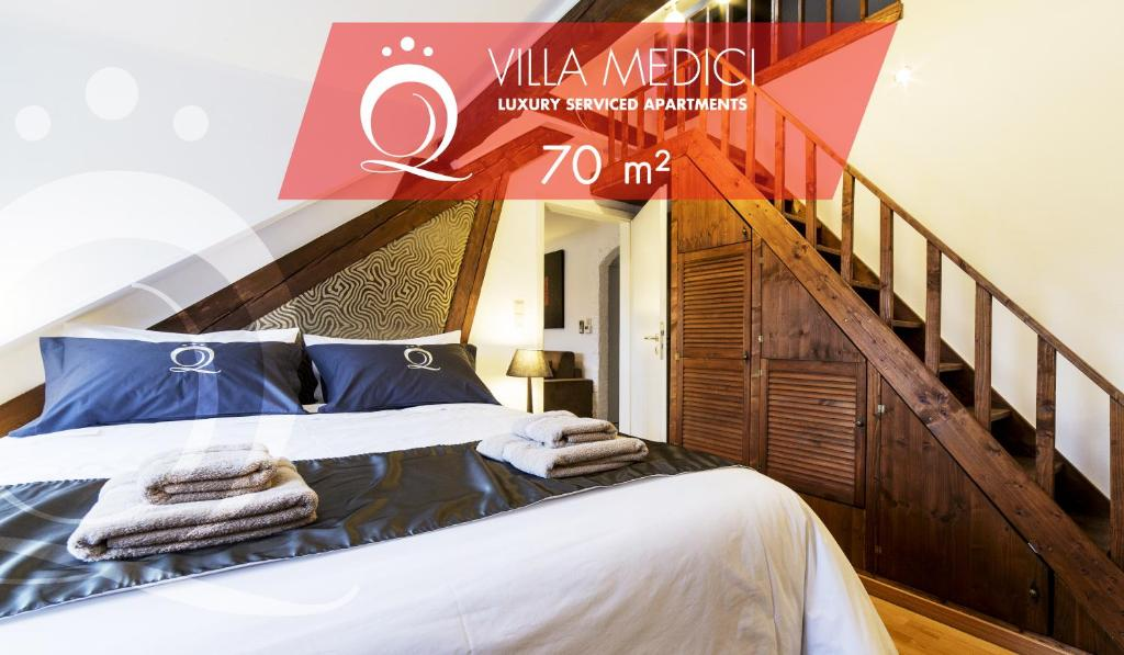 A bed or beds in a room at The Queen Luxury Apartments - Villa Medici