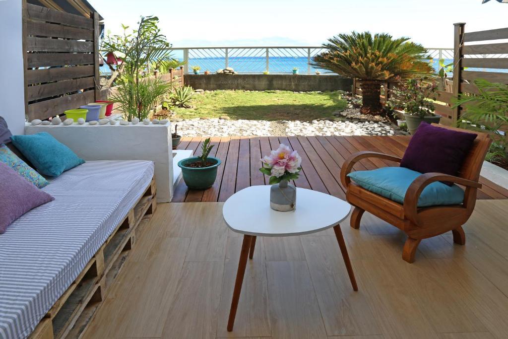 Uma área de estar em Residence Sunset Beach bord de mer