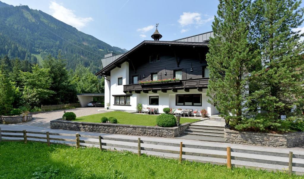 Alpin Hotel Garni Eder - Private Living Mayrhofen, Austria