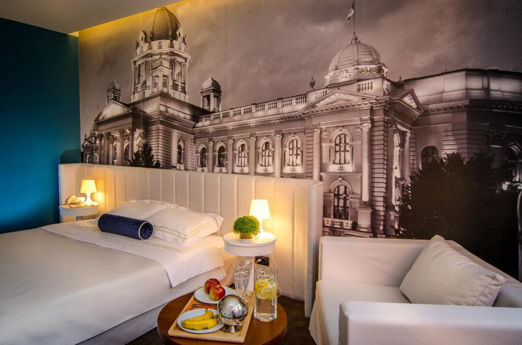 A bed or beds in a room at Hotel Passport Garni