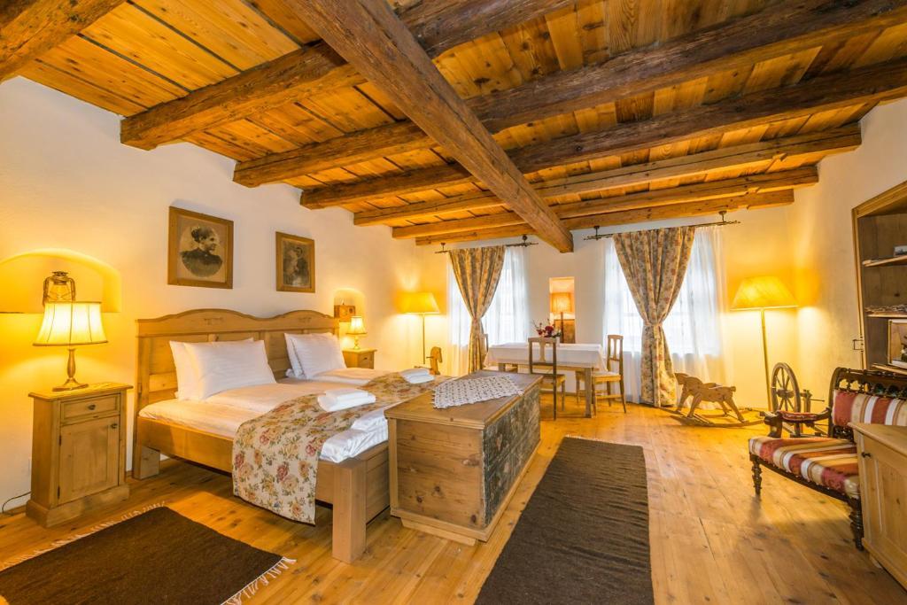 O cameră la Casa Savri