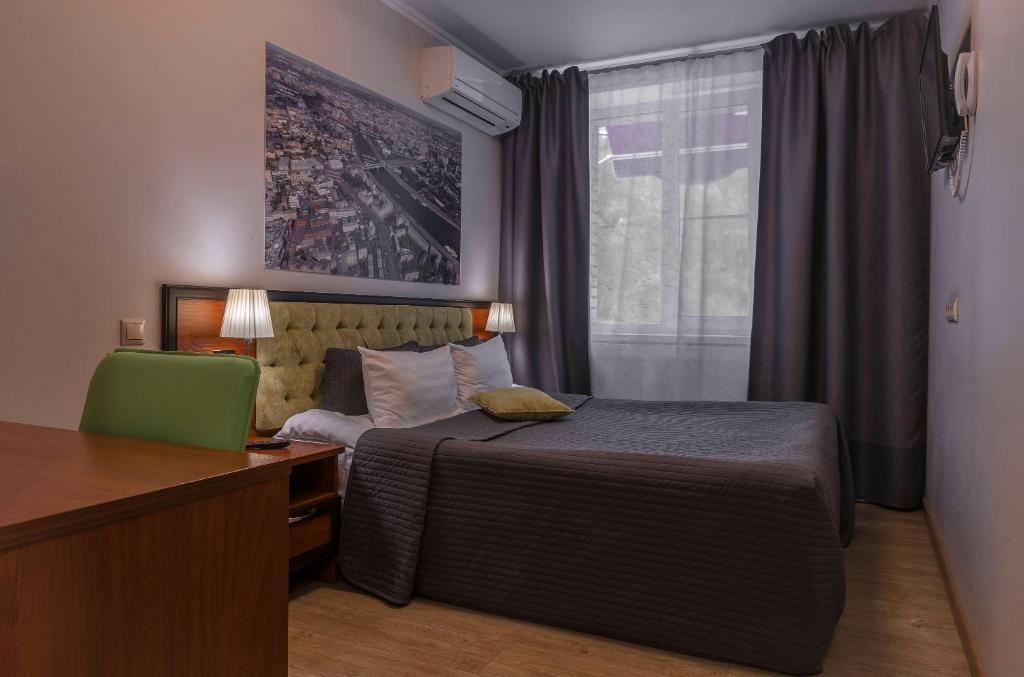 Кровать или кровати в номере Kvartira №2