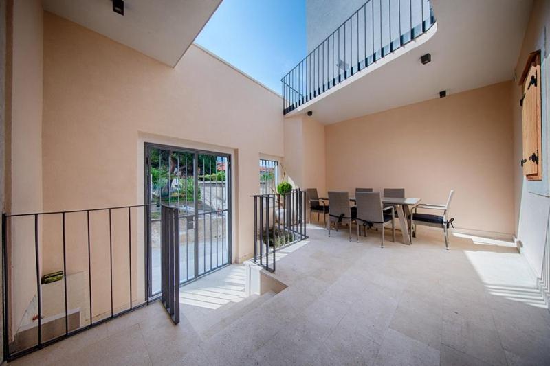 Popločani dio dvorišta ili vanjski dio objekta Apartments Villa Glorija