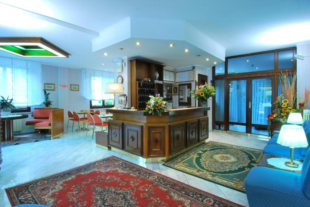 The lobby or reception area at Hotel Ambrosi