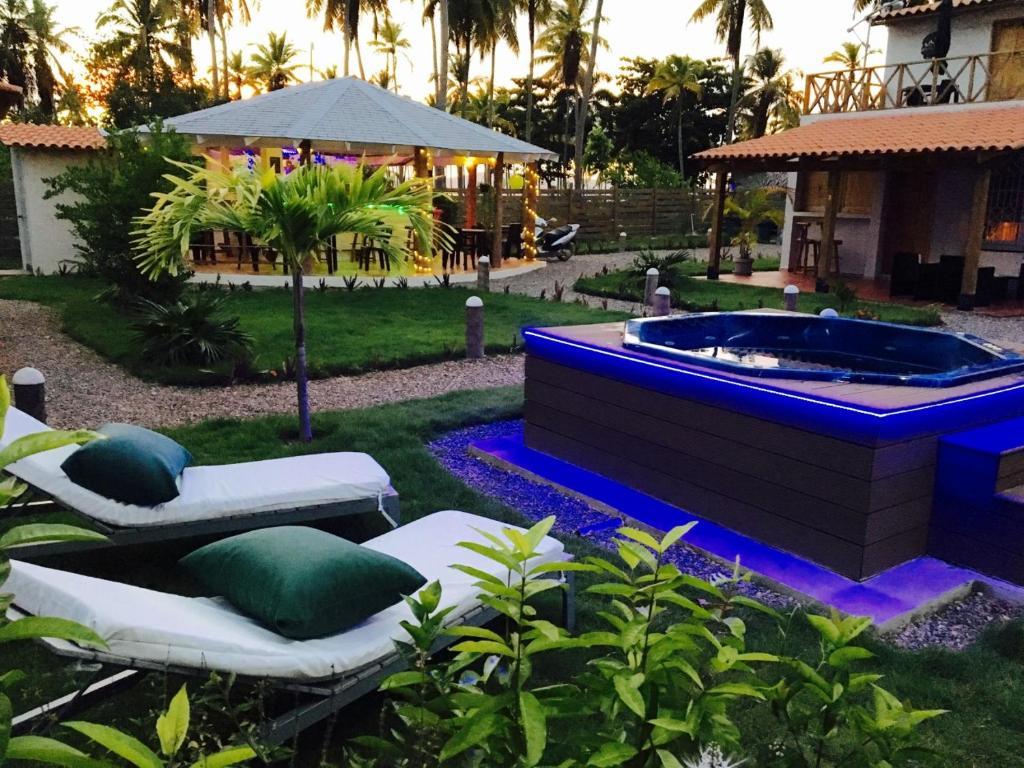 Der Swimmingpool an oder in der Nähe von 21 Palms