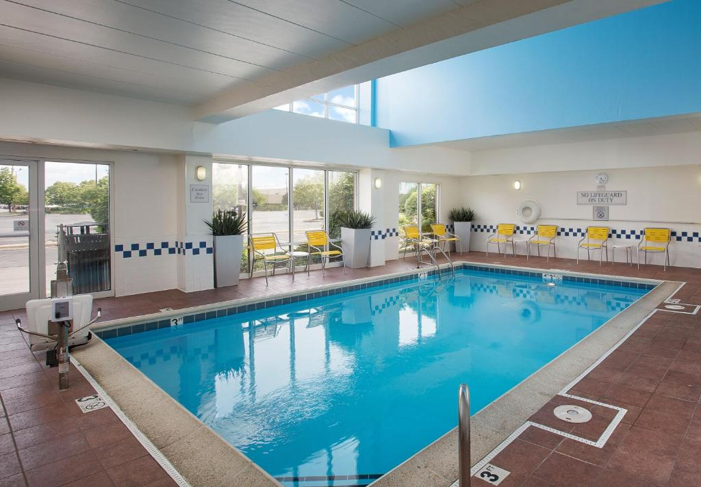 The swimming pool at or close to Fairfield Inn & Suites Chicago Midway Airport