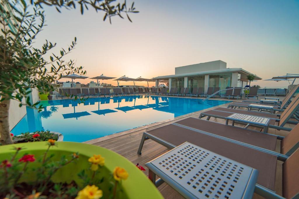 Piscine de l'établissement Maritim Antonine Hotel & Spa ou située à proximité