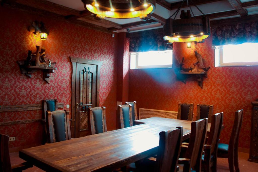 Ресторан / где поесть в Inn Usad'ba Ust'-Boyarskoe