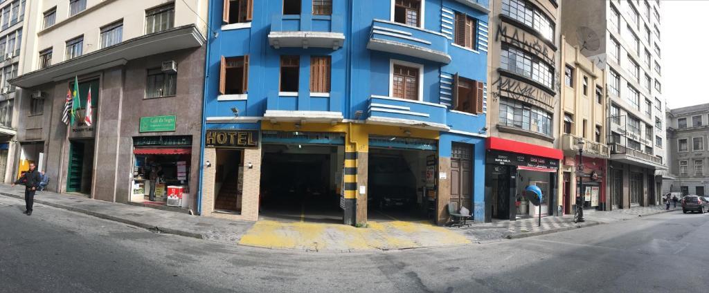 The facade or entrance of hotel Economico da SE