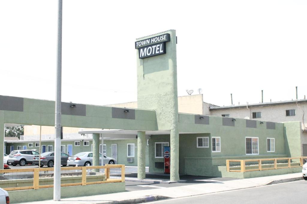 The Town House Motel.