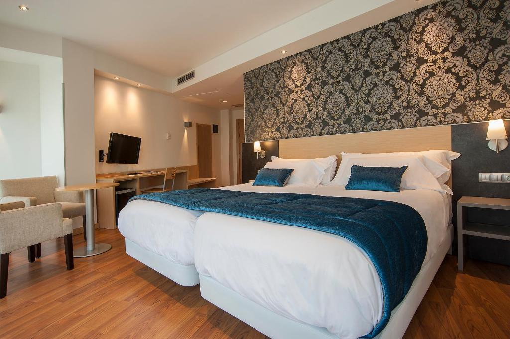 A bed or beds in a room at Sercotel Codina