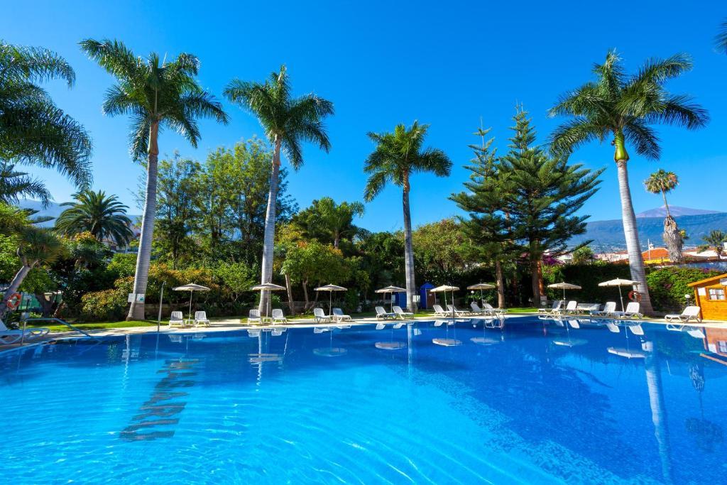 Het zwembad bij of vlak bij Apartamentos Masaru