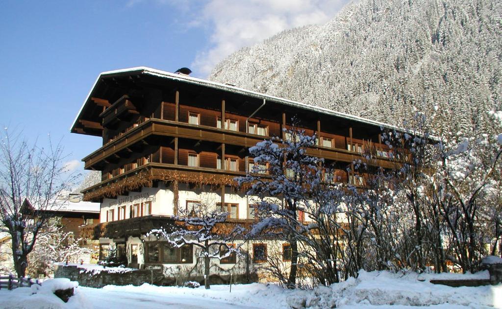 Hotel-Pension Strolz Mayrhofen, Austria