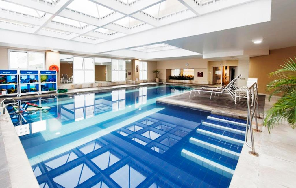 The swimming pool at or near Comfort Suites Alphaville