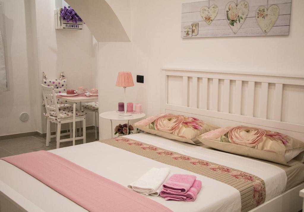 A bed or beds in a room at Salerno nel Cuore